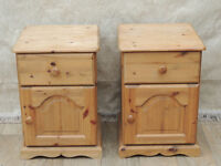 2 solid wooden bedside cabinets (Delivery)