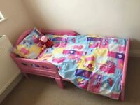 Peppa pig toddler bed and accesories