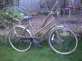 ladies vintage 3 speed/gold/runs perfectly,20 in frame