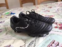 Boys football boots size C11