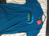 2 The north face t-shirt (real)