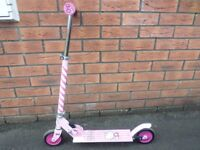 CHILD'S PINK HELLO KITTY SCOOTER