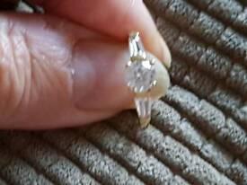 Fabulous 9 carat gold ring size n