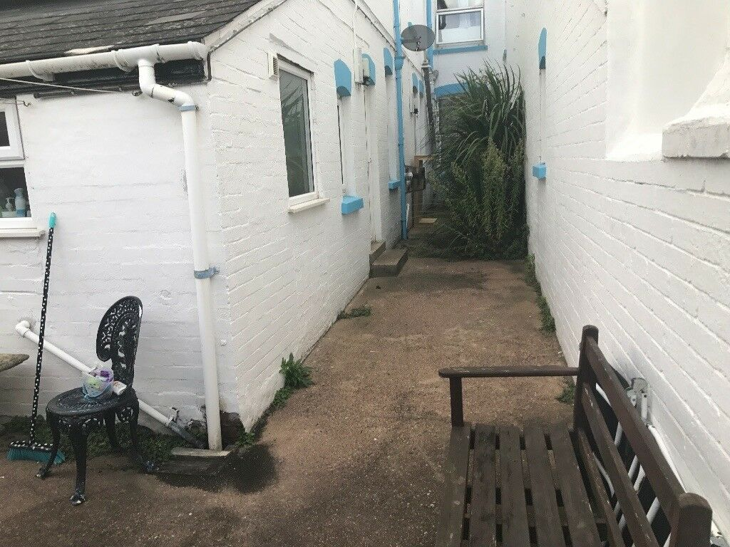 Sunny garden studio flat in exmouth, ready to rent recently decorated