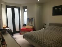 CLAPTON- HUGE SPACE FOR COUPLES (2 ROOMS+OWN WASHROOM/TOILET) PRIVATE LANDLORD/NO FEES