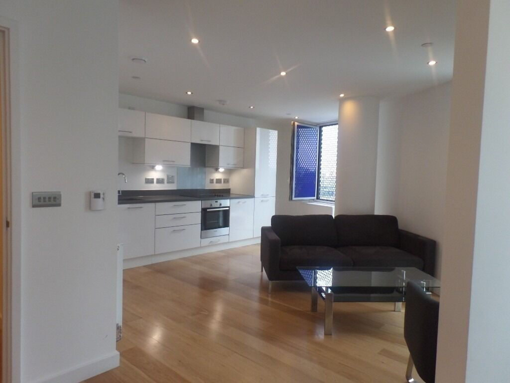 **Stunning one double bedroom apartment in the Halo Tower, Stratford E15. Includes Gym, Concierge**