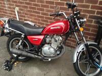 Suzuki gn 125 motorcycle
