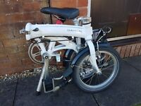 Great Condition White Dahon Curve D3 Folding Bike for Sale | some accessories included