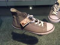 Converse men's size 8 (new and in box)