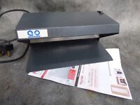 VERY GOOD ACO ELECTRONICS UV-1160 LARGE ULTRAVIOLET DOCUMENT VIEWER & COUNTERFEIT MONEY DETECTOR