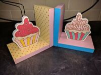 Baking tins, book stand, book ends
