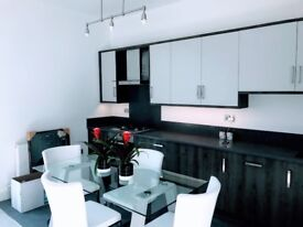 Interior designed high spec bright modern 2 double bed 1 en-suite apartment