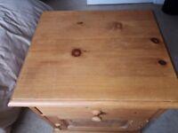 Quality, Pine Bedside cabinet