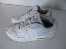 NIKE AIR MAX TRAINERS SIZE 6 (EUR 40)