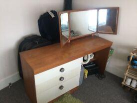 Dresser table