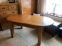 Beautiful Cotswold Oak Extending Dining Table
