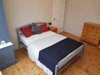 Outstanding Double Room – 7 mins walk East Croydon Station