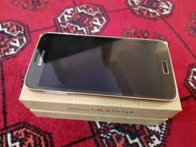 Samsung Galaxy S5 Unlocked comes with original box and charger