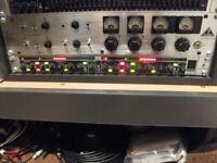 Behringer MDX 2200 composer pro
