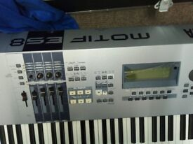 Yamaha MOTIF ES8 88-Key Music Production Synthesizer With Hard Flight Case With Casters