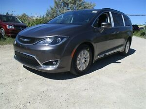 2017 Chrysler Pacifica TOURING-L - FWD, 3.6L V6 **DEMO**