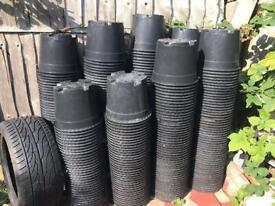 100 Large plastic plant pots