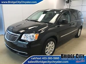 2015 Chrysler Town & Country Touring- Backup Camera, Power door