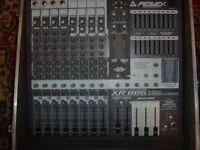 Peavey XR886 - 2 x 300 watts mixer desk