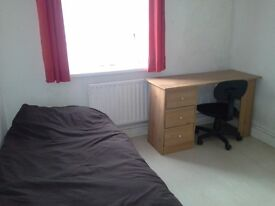 Bargain Double room to rent, walkable to Portsmouth University, Train station and Tesco (Flat share)