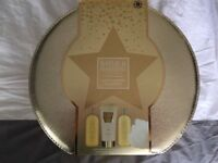 Baylis & Harding large gold vanity box set