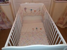 Very nice cot/bed and accessories in very good condition