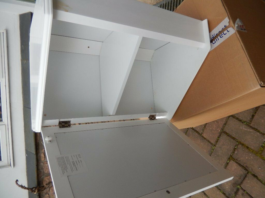 Corner wall cupboard white buy sale and trade ads for Bathroom cabinets gumtree