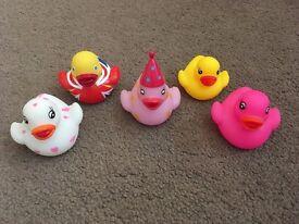 5 small rubber ducks
