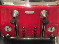Red Delonghi Toaster & Kettle - Used