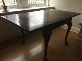 Beautiful extendable mahogany vintage dining table