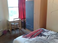 Nice double room available in Elephant and Castle
