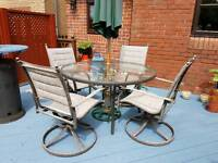 Lovely garden set, good quality and solid table and 4 chairs