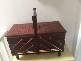 Wooden cantilever 5 compartments. Perfect condition. Collection only due to weight