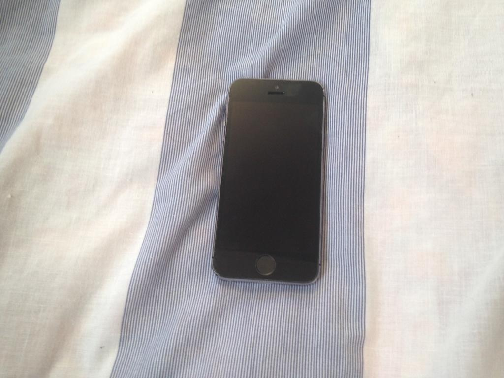APPLE IPHONE 5S 16GB UNLOCKED GOOD CONDITIONin Bolton, ManchesterGumtree - Apple iPhone 5s 16gb unlocked in space grey. Unlocked to any network. Good condition. Comes with charger fully working