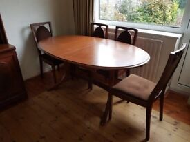 Dining table (extends) and 4 chairs in mahogany ~ good quality
