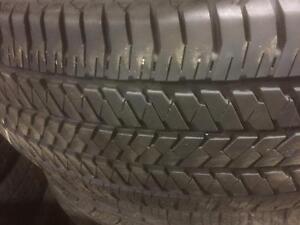 2 pneus d'été, 235/70/16, Bridgestone, Dueler H/T, 40% d'usure, 5-6/32 de mesure.