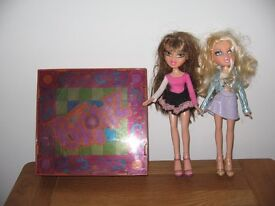 BRATZ light up dance floor & 2 dolls fully clothed