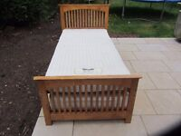 Single bed with solid wood frame and roll-out single guest bed