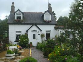 DETACHED COTTAGE WITH LARGE GARDEN