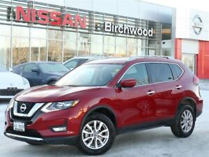 2017 Nissan Rogue SV Awd, Back Up Camera , Alloys