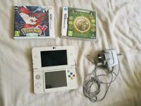 New Nintendo 3DS White (NM) + Charger + Memory Card + Two Games