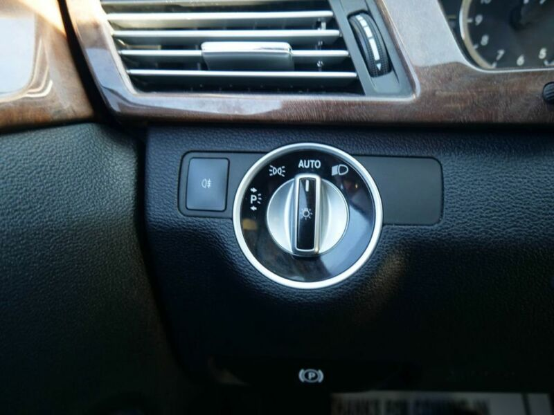 Image 15 Voiture Européenne d'occasion Mercedes-Benz E-Class 2011