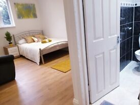 DSS Couples ENSUITE ROOM in Cricklewood all bills INCLUDED (GUARANTOR REQUIRED FOR DSS)