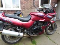 Kawasaki GPz500s 1994.Good runner No MOT project spares repair