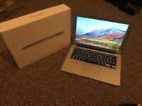 macbook air 1466 13.3 inch 2017 8g ram 256ssd great condition with box n charg